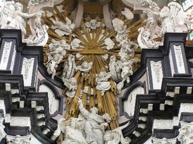 Detail uit de barokke altaarbekroning in de Sint-Andrieskerk van Antwerpen © TOPA
