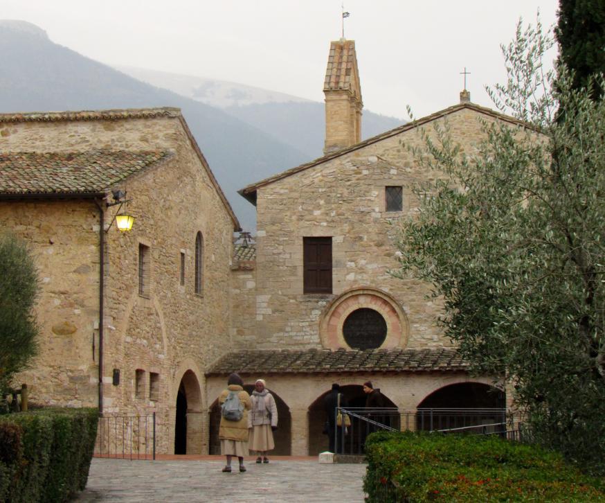 Zicht op het klooster van de clarissen in Assisi. © Babs Mertens