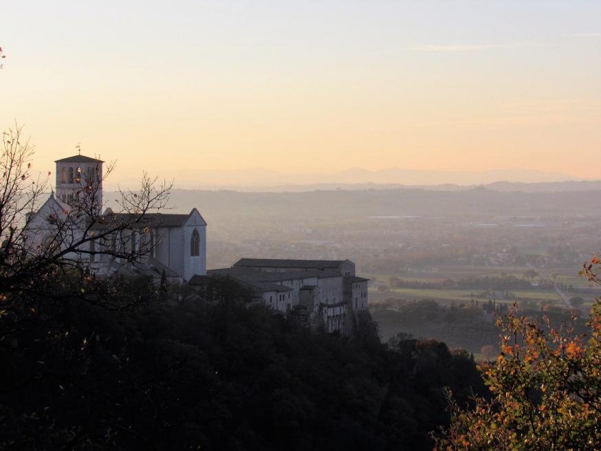 Zicht op de Sint-Franciscusbasiliek in Assisi. © Babs Mertens