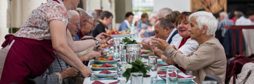 Samen aan tafel tijdens de Week van Verbondenheid © Bond Zonder Naam