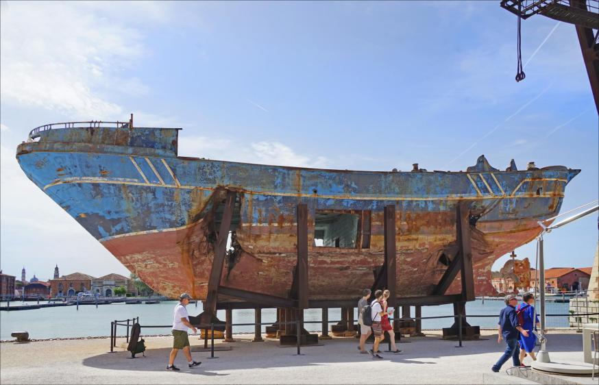 Barca Nostra, van scheepsramp tot monument. Hier op de Biënnale van Venetië 2019. © Wikimedia CC BY 2.0