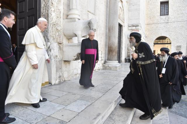 Paus Franciscus verwelkomt de Koptisch-orthodoxe paus, patriarch Tawadros II van Alexandrië © VaticanMedia