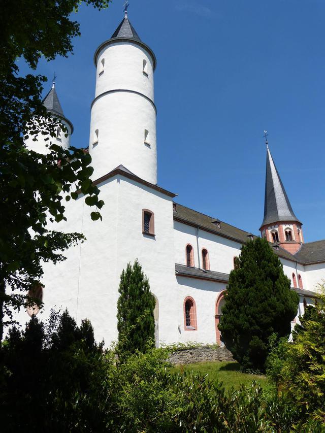 De basiliek te Steinfeld waarin de hl. Hermann-Josef begraven ligt.