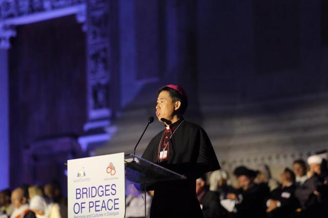 Mgr. Joseph Shen Bin, bisschop van Haiman en vicevoorzitter van de Chinese Katholieke Pattriotische Vereniging, nam enthousiast het woord © Sant'Egidio