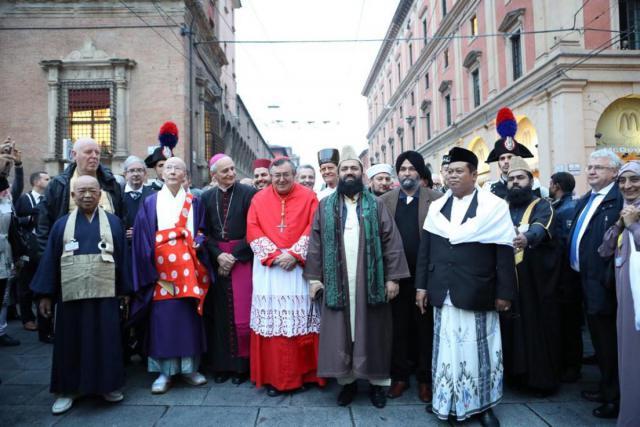 De kop van de vredesprocessie op 'Bruggen voor Vrede' in Bologna © Sant'Egidio