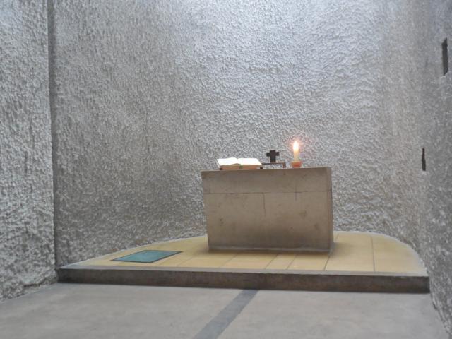 Zijkapel in de kerk Notre-Dame du Haut, Ronchamp (Fr), ontworpen door Le Corbusier. © Joris Polfliet,