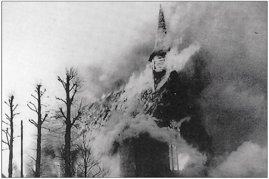 In enkele minuten werd de kapel een grote, vreselijke vuurbol