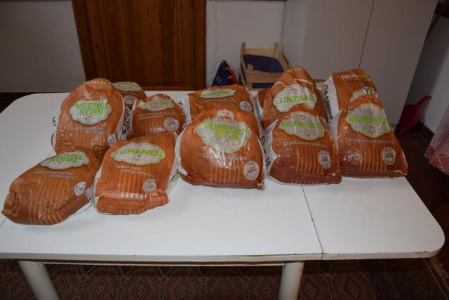 Je kan bij ons een brood krijgen.