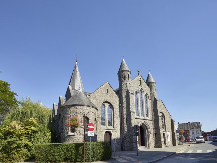 buitenzicht Sint-Martinuskerk Aarsele
