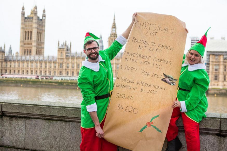 Cafod overhandigt klimaateisen aan het Britse Parlement © CAFOD