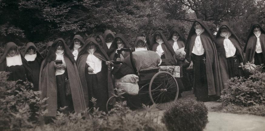De clarissen van Hasselt probeerden op hun vlucht in mei 1940 vast te houden aan hun religieuze routine © Kadoc-KU Leuven