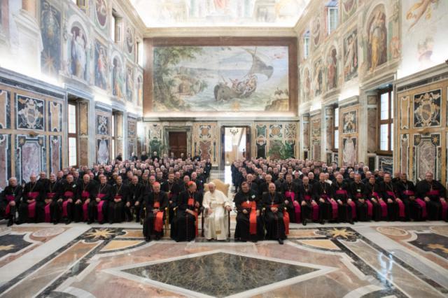 Ontmoeting met de bisschoppen en vormingsverantwoordelijken in de Clementinazaal © OSR/SIR