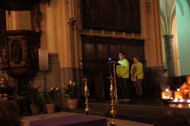 We vieren in een gemoedelijke sfeer... Wie wilt mag tijdens de eucharistie iets voorlezen, of soms zelf een voorbede formuleren.