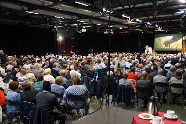 Bomvolle Limburghal zet nieuw pastoraal werkjaar in. © Ria Thaens