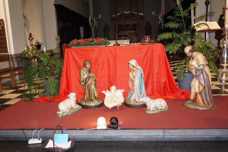 Kersttafereel in de kerk bij het altaar  © parochie Onze-Lieve-Vrouw Lichtaart