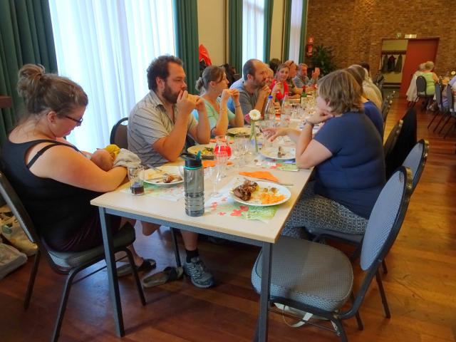 Een heel lange tafel van de familie Zwysen en aanverwanten © Mia Verbanck
