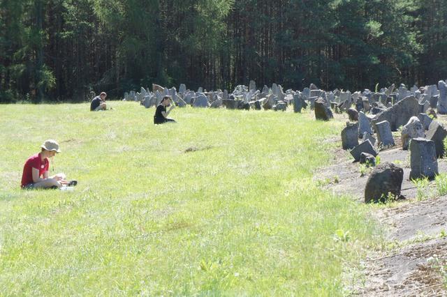 Vlaamse jongeren bezoeken WOII-site in het Poolse Treblinka © IJD