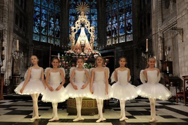 Alsemberg 775 jaar. Danseresjes van Pirouette © Hugo Casaer