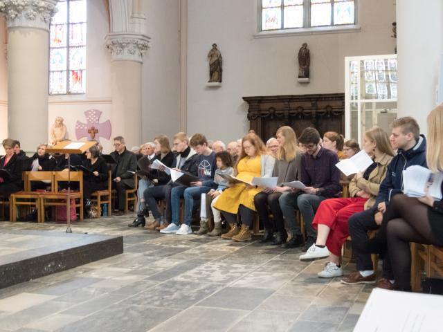 Muzikanten en koren © Parochie Sint-Martinus Retie