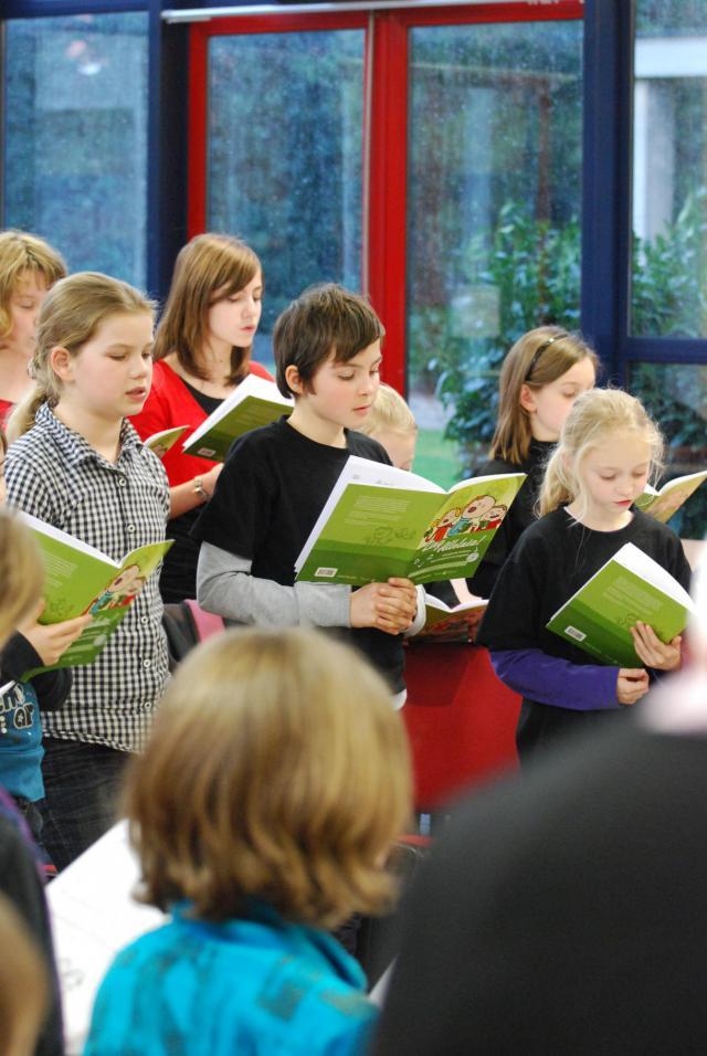 Tijdens de zangnamiddag leren de koren nieuwe liederen, die bruikbaar zijn in de liturgie. © Bisdom Hasselt