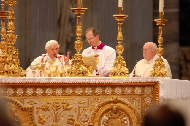 Kardinaal Danneels vertegenwoordigde de Belgische kerkgemeenschap © Philippe Keulemans