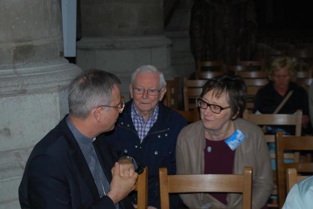 Bisschop Johan Bonny in gesprek met Gommer Lemmens en Nicole Claes