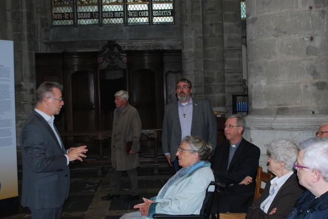 Jan Verheyen heet bisschop Johan Bonny en vicaris Wim Selderslaghs welkom.