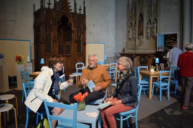 AGORA maakt van de kerk een eigentijdse ontmoetingsruimte met kunst, verhalen, film en ... koffie