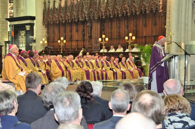 175 geestelijken concelebreerden tijdens de uitvaart. © Hellen Mardaga
