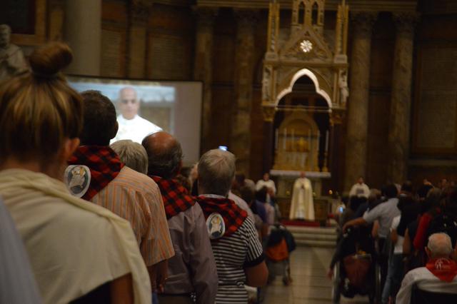 Kardinaal Fisichella ging voor in een vesperdienst