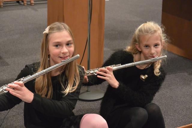 Muzikaal talent tijdens de kerstavondviering in Beerst