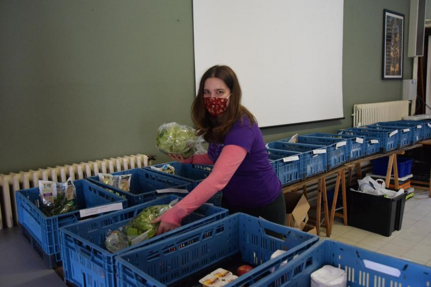 In het kader van haar vormseltraject ging Dagmar Medeiros als vrijwilliger aan de slag in de sociale winkel Potpourri van de Sint-Michielsbeweging in Brugge.