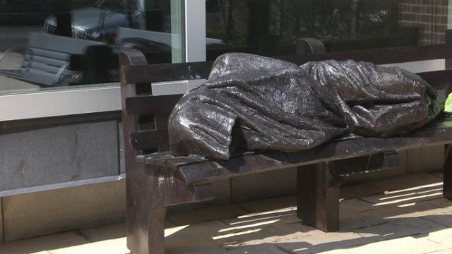 De dakloze Jezus © Timothy Schmalz