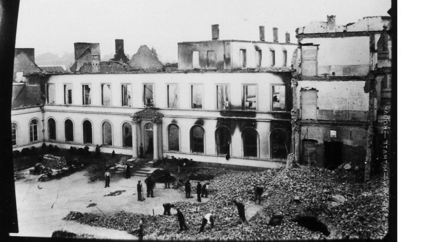 De school van de zusters van Saint-André in Doornik ging na een bombardement op 16 mei 1940 in de vlammen op  © Soeurs de Saint-André de Tournai