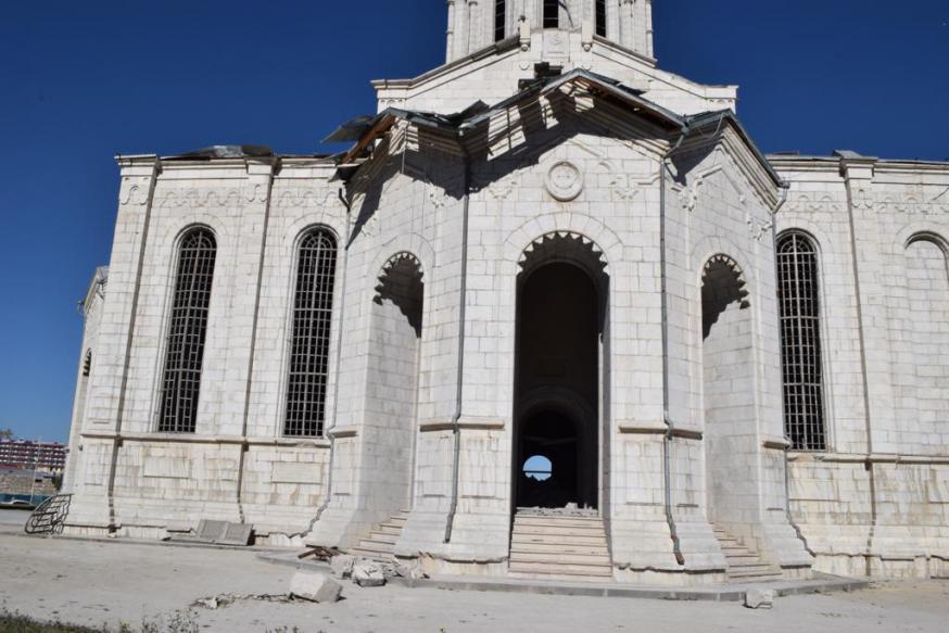 De vernielde kathedraal van de Heilige Redder (Gazantchetsots) in Sjoesji © Jakob Kürüm
