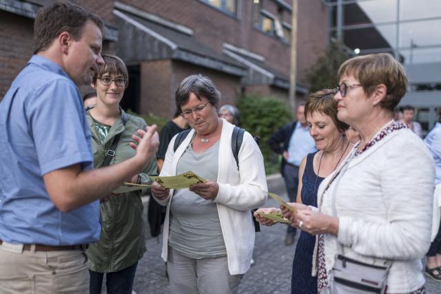 Opdrachten voor onderweg moeten de deelnemers helpen echt te luisteren naar elkaar. © Rudi Van Beek
