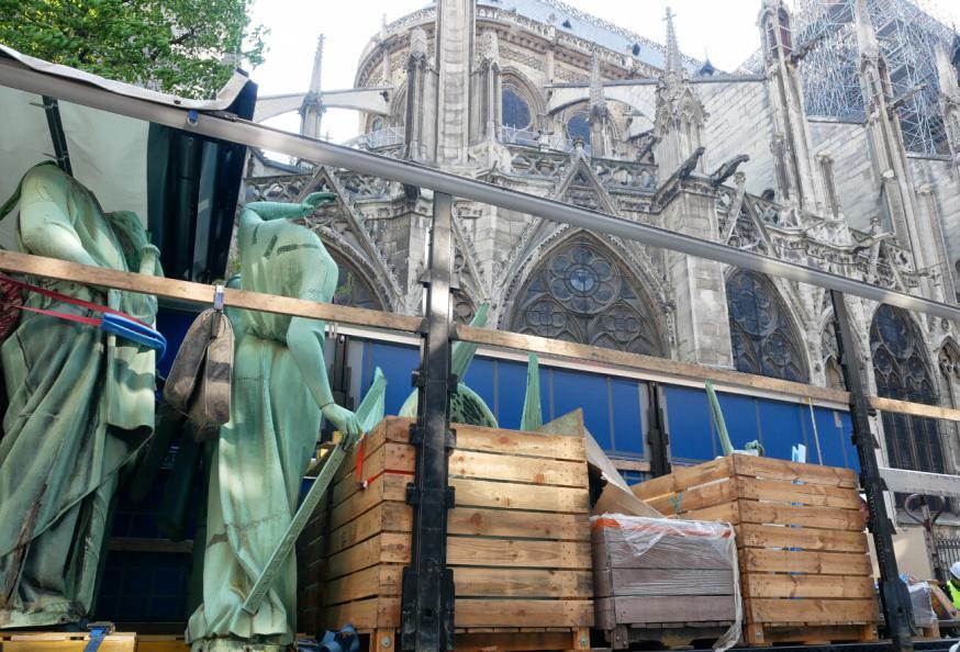 Enkele van de zestien bronzen beelden van de torenspits van de Notre-Dame © Yannick Boschat - Diocèse de Paris