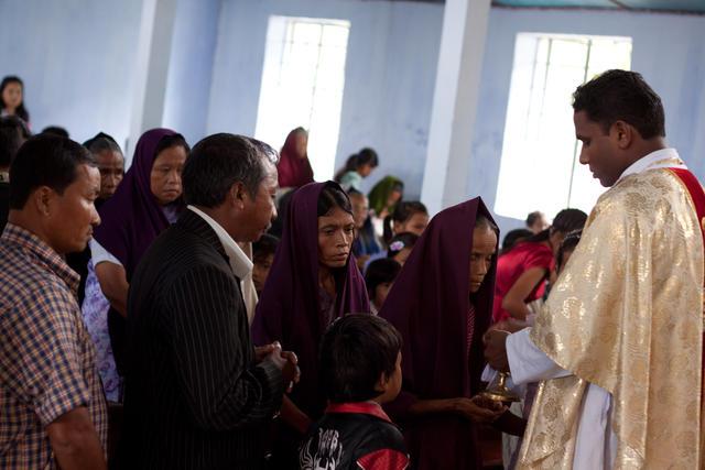 Eucharistieviering in het dorp Laitkynsew - Meghalaya, India