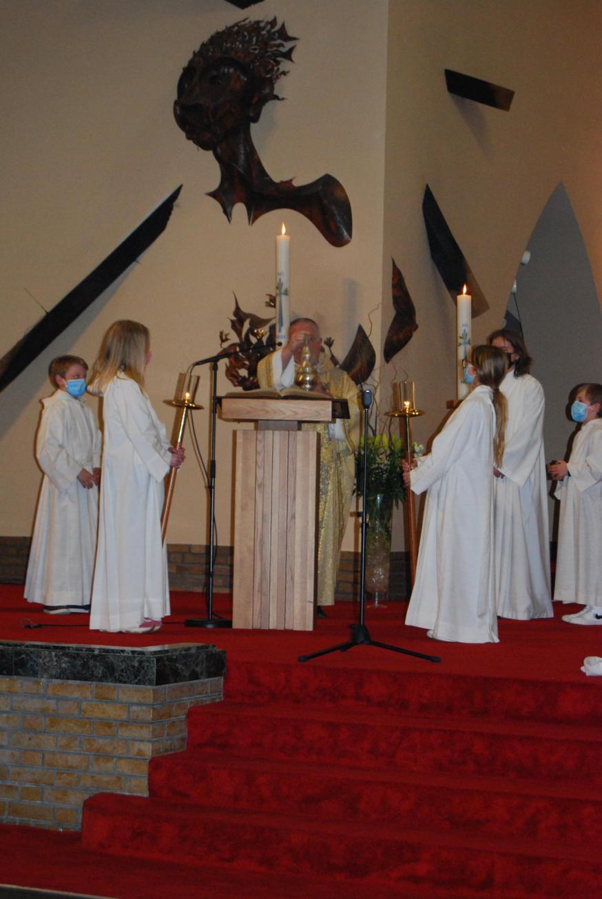 We luisterden naar de Blijde Boodschap! Maria Magdalena, de patrones van onze Pastorale Eenheid, stelde vast dat het graf leeg was.  © D.D.
