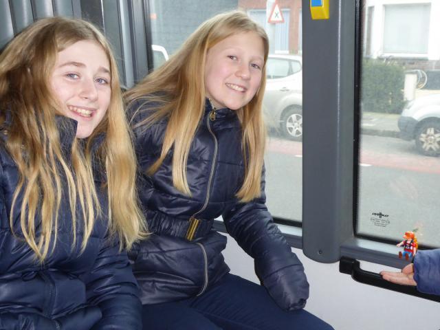 Na een geslaagde dag namen 'Maarten' en de vormelingen de bus huiswaarts. © Kerk & Leven Lovendegem Vinderhoute