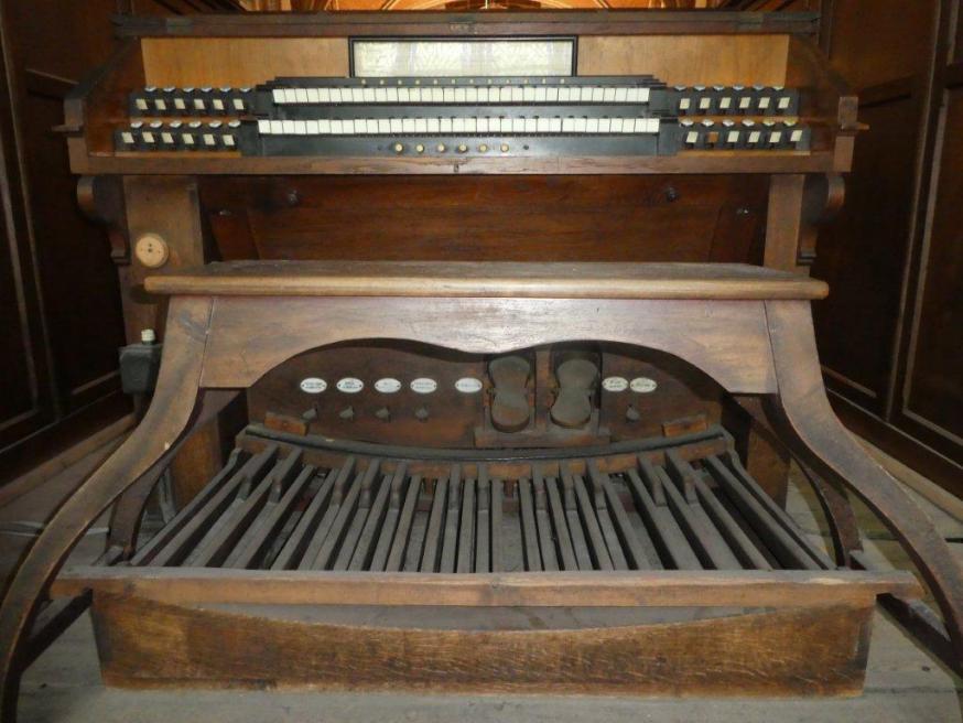 Klavier (manuaal en pedaal) van het Schyvenorgel (1909) op het hoogzaal van de H. Kruiskerk (Stekene)