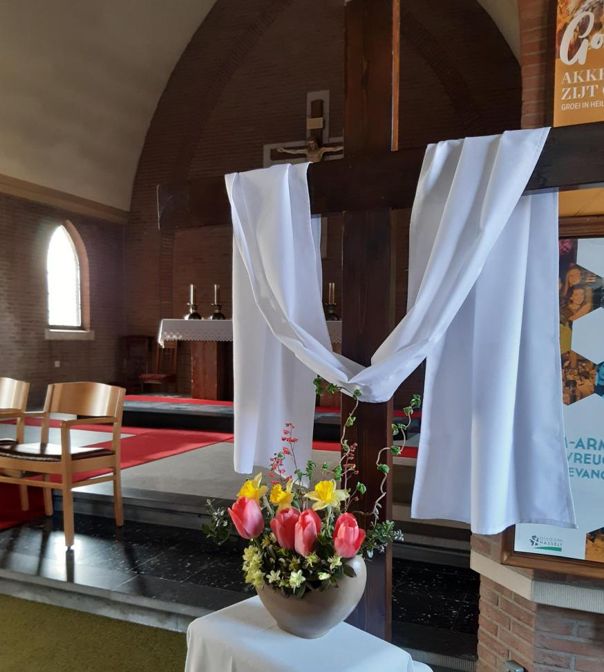 Kerk Erpekom: Jezus' verrijzenis heelt de wonden van het kruis © Parochie Grote-Brogel