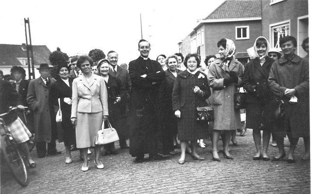 Paul Kerremans als jonge onderpastoor in Machelen (foto archief heemkundige kring Machelen).