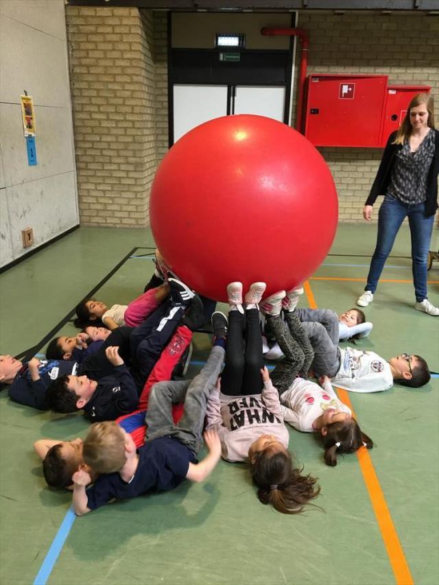 Sportief samenwerken. © schoolarchief