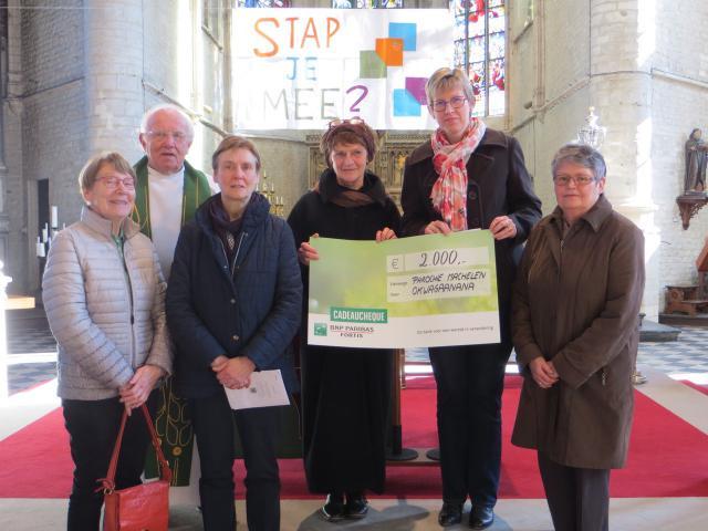 De parochieploeg was tevreden met het resultaat ook dankzij de vele sympathisanten die zich voor het project wisten in te zetten!  © Kris Schollaert