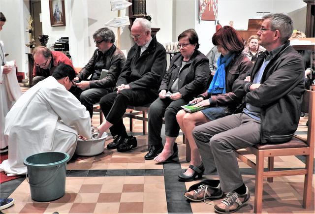 Witte Donderdag: voetwassing van vertegenwoordigers van de verschillende parochies uit de pastorale zone © H.H.