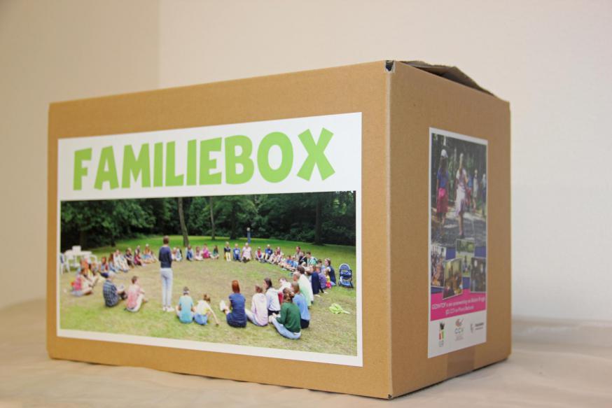 De Familiebox zit boordevol leuke geschenken die zorgen voor het echte gezinsvakantiegevoel.