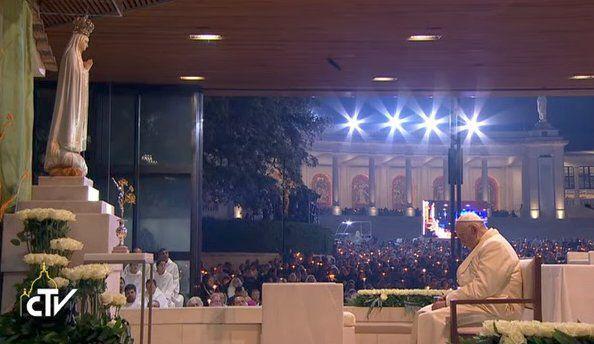 Paus in gebed voor de wereldvrede © CTV/RV