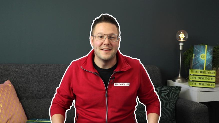 De Nederlandse YouTuber Jeroen voor 't Hekke wil op één week tijd de hele Bijbel lezen en doet dat live op YouTube © Stronglife