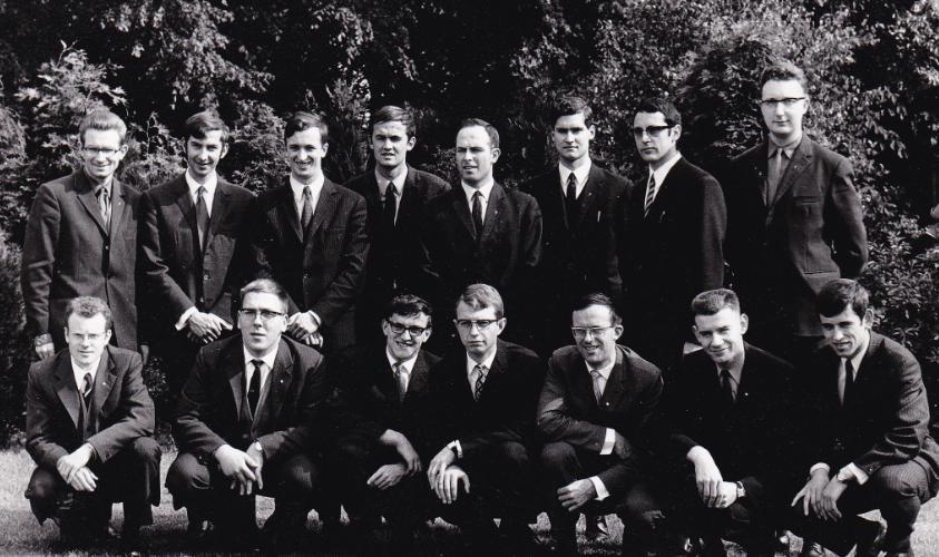 Freddy De Geytere (hier derde van links) tijdens het wijdingsjaar 1971
